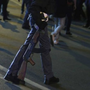 Il Kalashnikov trovato nel Suv a Roma
