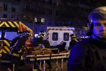 Parigi brucia, l'Occidente trema