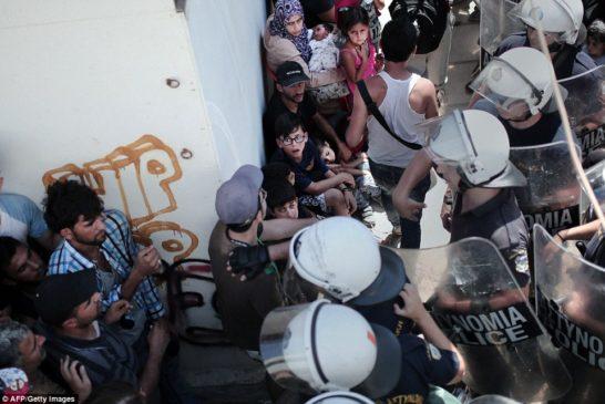 Polizia greca in azione a Kos