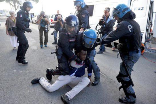 Polizia italiana a Ventimiglia