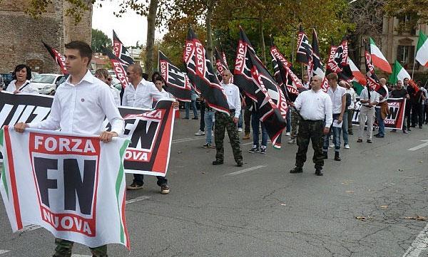 Verona, la camicia è bianca ma il fascista è lo stesso