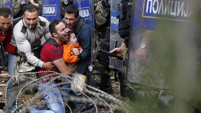 migranti tra grecia e macedonia