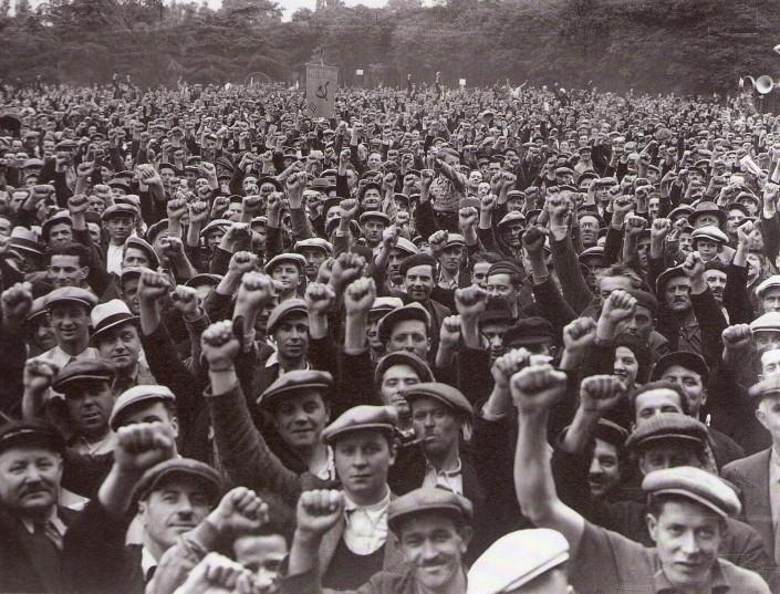 scioperanti-del-settore-edile-Parigi-Bois-de-Vincenne-1936