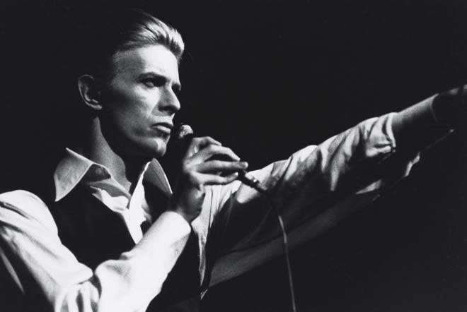 Davide Bowie è morto. Era fascista. Anzi no