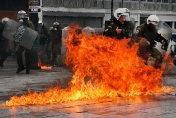 Grecia chiusa per sciopero. Le foto degli scontri