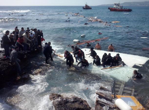 Manovre navali Nato contro i migranti