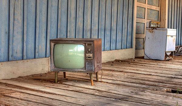 E Tsipras prova a spegnere le tv degli oligarchi