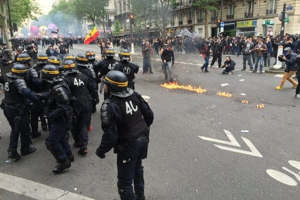 10313806-manifestation-du-12-mai-2016-violences-a-paris-et-nantes-photos