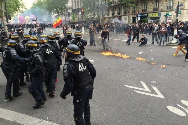 10313806-manifestation-du-12-mai-2016-violences-a-paris-et-nantes-photos