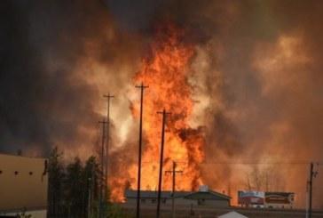 Incendio in corso in Canada, in fuga 80mila persone