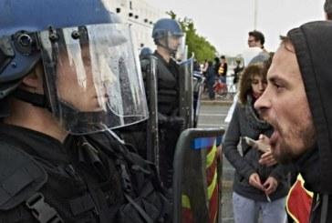 Francia, i sindacati paralizzano il paese