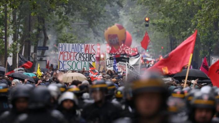 La Francia contro il Jobs Act e il governo trema