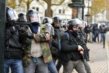 Scoperti i teppisti nei cortei in Francia: sono poliziotti