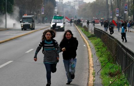 Cile, governo di centrosinistra scatenato. Ma gli studenti non mollano
