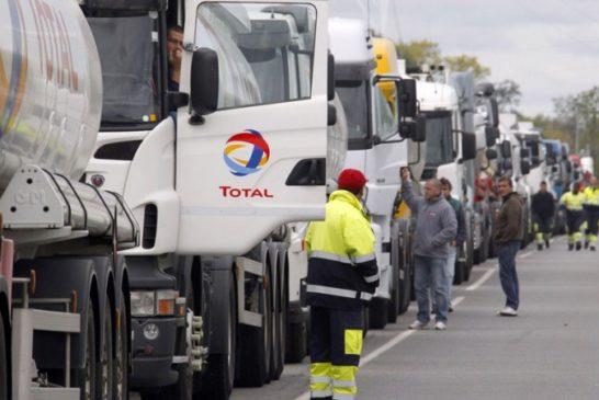 routiers-blocage-depot-petrolier-Bassens-CRS_pics_809