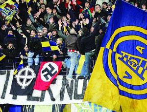 Calcio e razzismo, il ritorno degli azzurri al Bentegodi