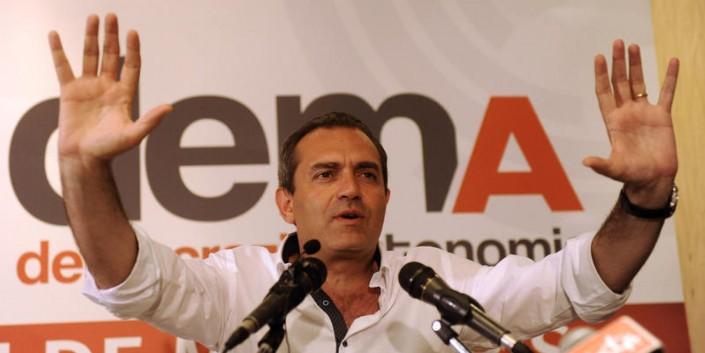 Conferenza stampa di Luigi De Magistris per commentare i risultati elettorali
