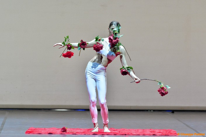 La fisicità assoluta della Carmen. Danza contemporanea a Genova