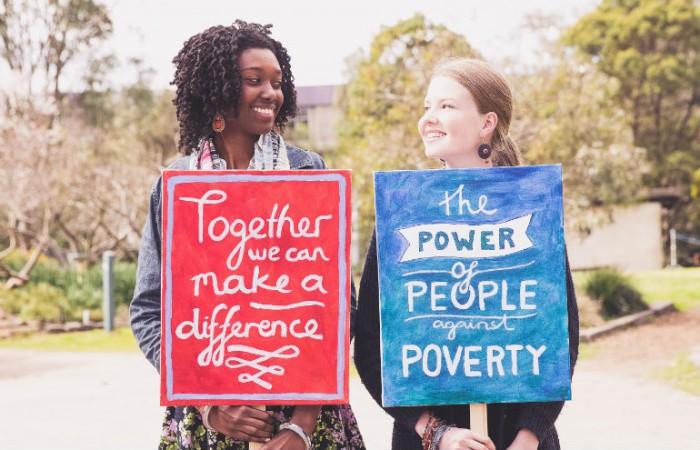 Povertà: mezzo miliardo di giovani vive con meno di 2 dollari al giorno