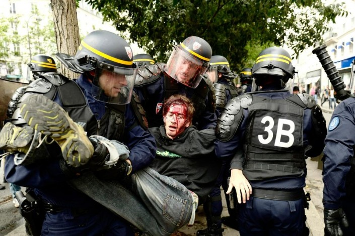 Francia, polizia sempre più violenta