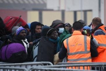 Migranti, Parigi sgombera la giungla di Calais