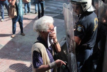 Atene, la polizia di Tsipras caccia i pensionati