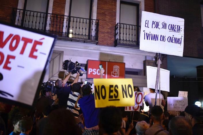 Golpe Psoe, i baroni sfrattano Sanchez per appoggiare Rajoy