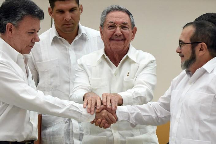 TOPSHOTS-CUBA-COLOMBIA-FARC-CONFLICT-PEACE-CASTRO-SANTOS-TIMOCHE