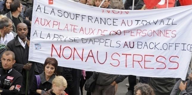 una manifestazione contro le cause all'origine dell'ondata dei suicidi in France Telecom