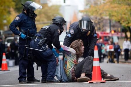 Usa, riot e arresti ai cortei anti-Trump