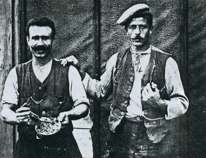 Migranti liguri tra otto e novecento. Foto tratta dal libro Monumenti di Carta, Internos Edizioni.