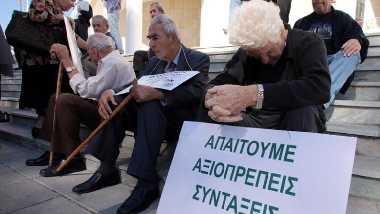 Grecia: il parlamento approva il bonus pensioni, Tsipras a Bruxelles