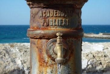 Puglia, Emiliano passa l'acqua ai comuni. Privatizzarla sarà più facile