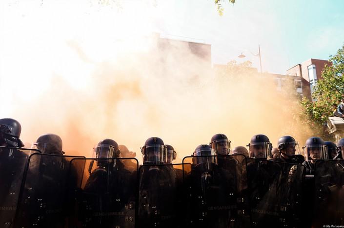 Francia: polizia sotto accusa, abusi senza fine