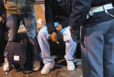 Taglieggiavano i rom alla stazione di Milano: 7 anni a due agenti