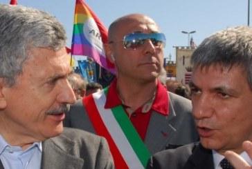 Sinistra, «Contrordine compagni»: D'Alema frena sulla scissione del Pd