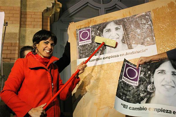 teresa_rodriguez_pegada_carteles