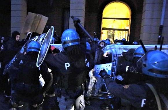 Appello: Mai più polizia in università!