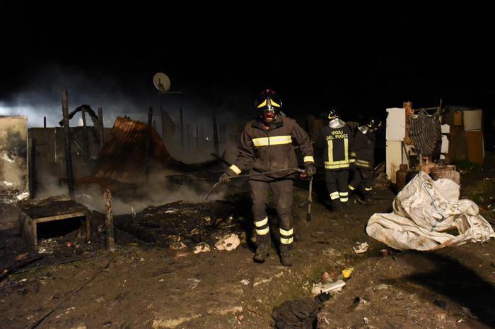 Incendio di Rignano, i migranti accusano la polizia