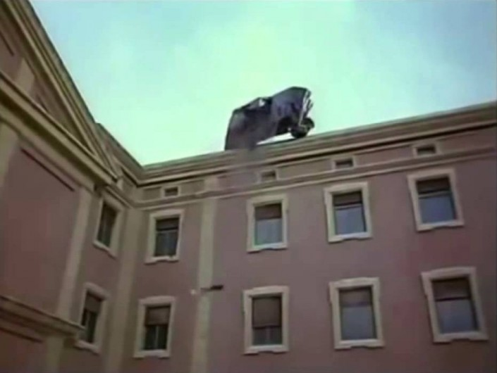 la scena di Ogro in cui lauto di Carrero Blanco scavalca lo stabile