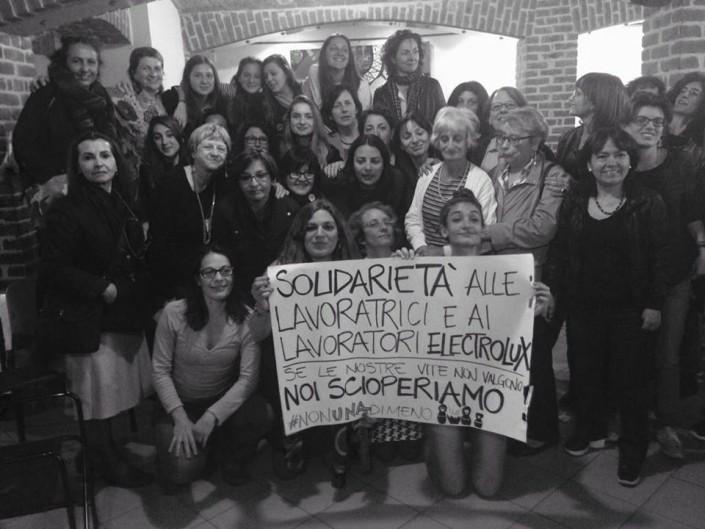 Scioperi di Solidarietà a Milano per le lavoratrici Electrolux Solaro Milano, che per l'adesione allo sciopero dell'8 Marzo sono state sanzionate