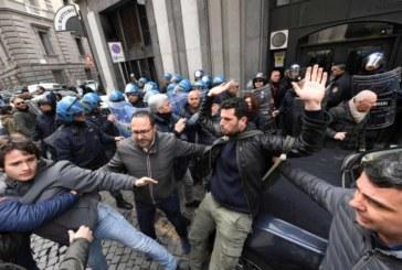 La repressione al tempo di Minniti, un po' Calogero, un po' Scelba