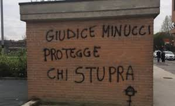 Stupro di Torino: attiviste indagate per la scritta contro la giudice