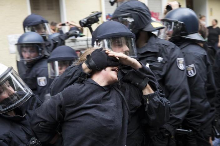Berlino, prove di violenza poliziesca per il G20