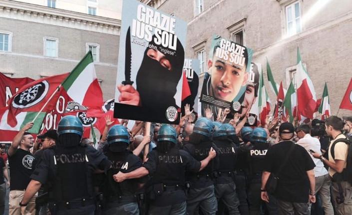Manifestazione fascista di Casa Pound e Forza Nuova davanti a Palazzo Madama dove si sta discutendo il ddl Ius Soli