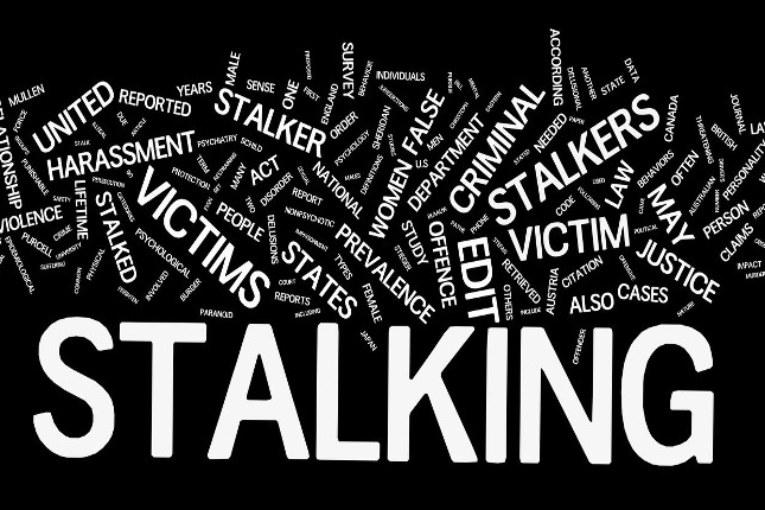Stalking: se lo stalker paga il reato si estingue