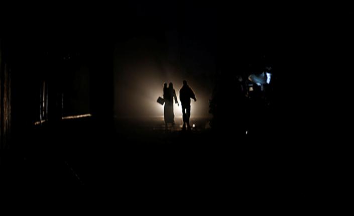 Gaza al buio: ombre umane