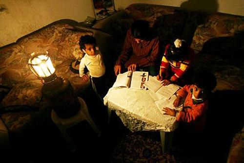 Gaza: studiare al buio