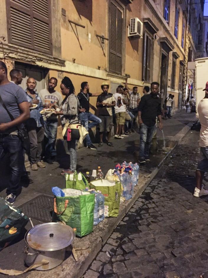 Sgombero Piazza Indipendenza. Rifugiati in Via Montebello.