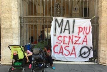 Roma, sessanta famiglie senza casa accampate in chiesa